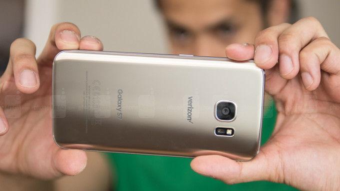 Déja vu: kétféle kamera szenzorral érkezik a Galaxy S7 duó is